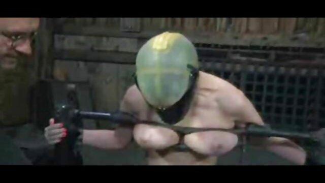 Si pirang dengan sayuran raksasa brengsek. sek terpanas