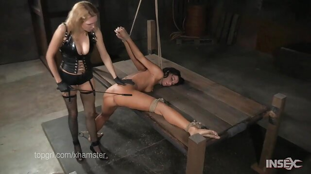 Indah Pantat kotoran di atas hubungan intim terpanas meja