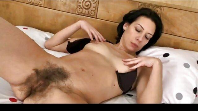 Beruang Grizzly melawan cara sex hot seorang gadis.