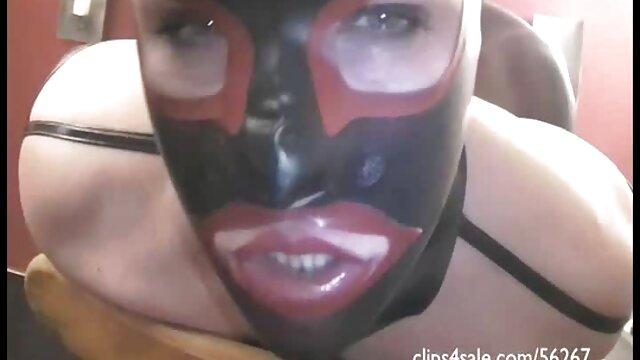 Dia seorang turis yang bercinta dengannya di sex yang panas garasi parkir.