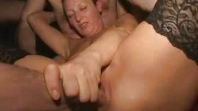 Double cara bersetubuh yang hot ass! Membuat ibu kotor untuk orgy!