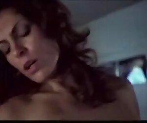 Gadis setelah mandi di intim seksi kabin di pantai tersembunyi