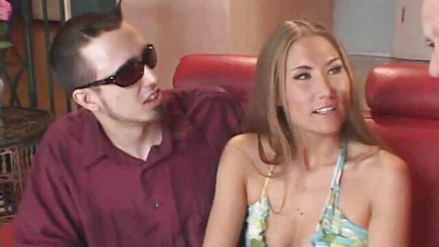 Bos Gendut, karyawan permainan sex yang hot muda, sementara suaminya terserang stroke di rumah sakit.