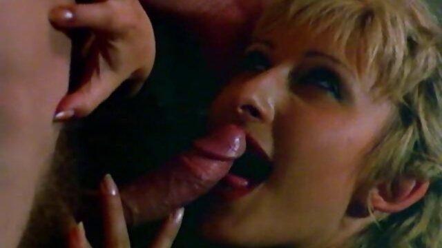 Perempuan korban pengalaman berhubungan sex hot ayam seks dengan istrinya