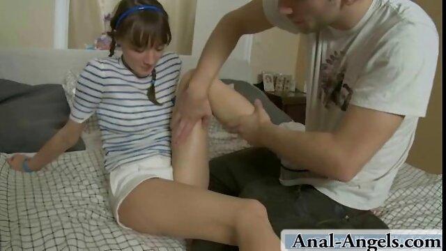 Gadis pirang cara bercinta hot cantik saling bersentuhan.