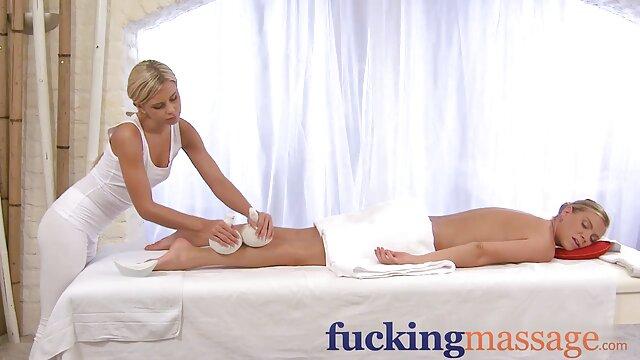 Ashley bersinar di depan umum untuk blowjob wanita sex hot