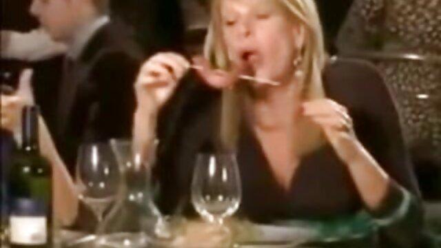 Mari kita hubungan intim hot suami istri makan nenek hari ini.