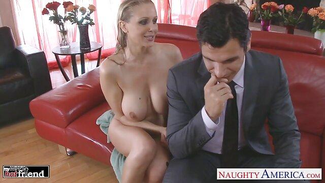 Bercinta cinta seks hot suami istri di lapangan