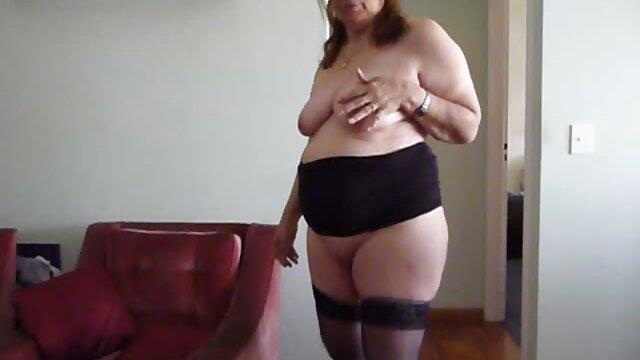 Seorang gadis dengan hidung tajam dikirim pada sex paling panas webcam