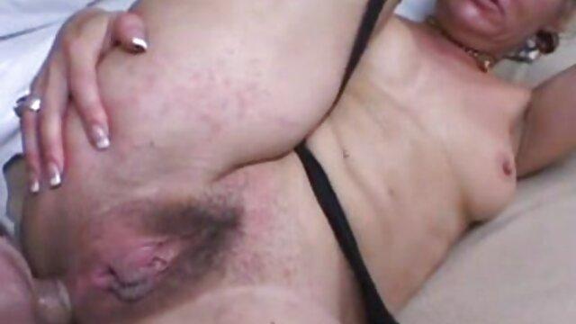 Holly Hendrix cinta sex hot malam pertama anal.