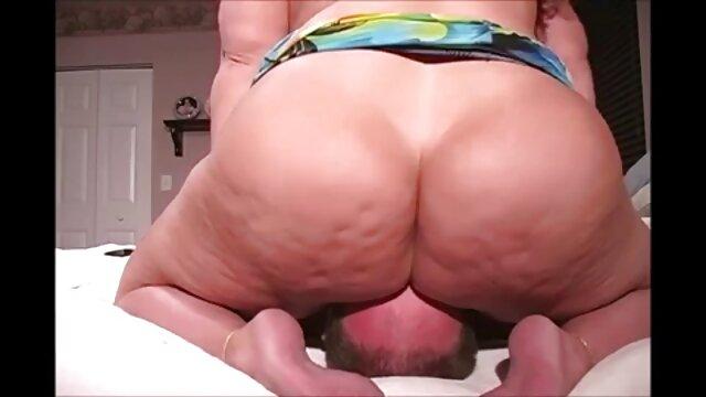 Gadis-gadis menunjukkan perawan mereka sexs panas dalam vagina.