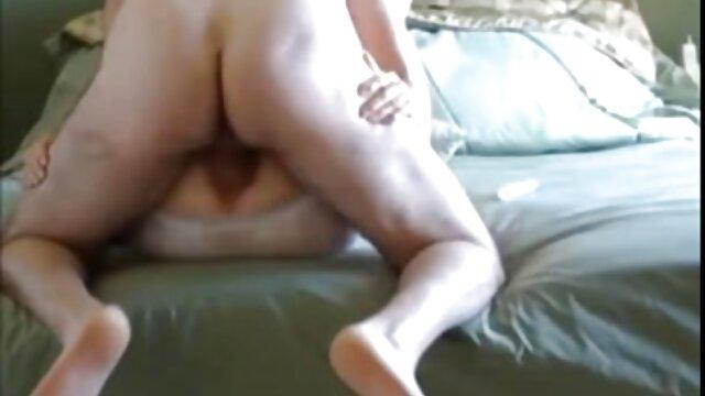 Aku sex dewasa bergambar mencium Doggystyle di stoking hitam di rumah di sofa.