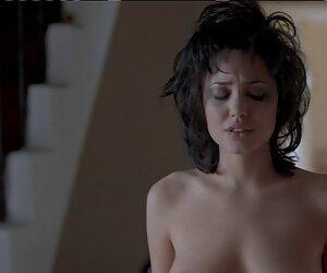 Pirang gadis berambut panjang menari telanjang di depan seorang bercinta paling hot pria