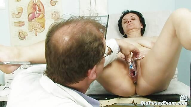 Armenia, memaksa suaminya untuk membuat hot hubungan intim bayi di tumpukan kotoran.