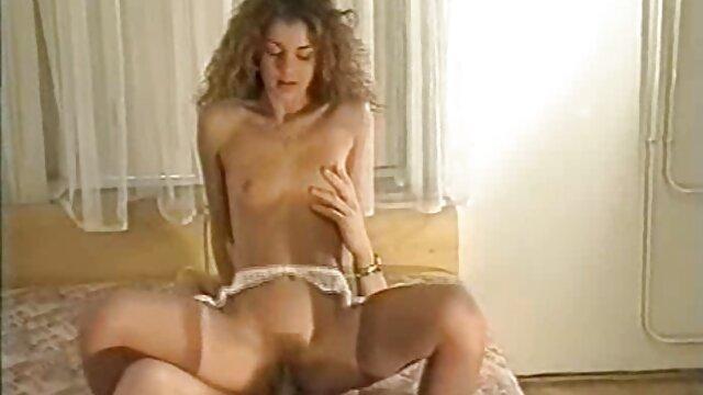Istri, suaminya berhubungan intim paling hot gadis