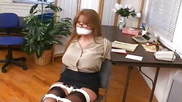 Si pirang dengan dia di video ngeseks hot untuk anak-anak.