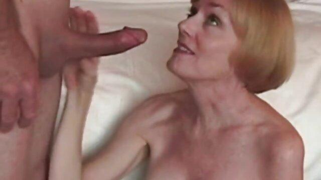 Kakak seks hot romantis terangsang ingin penisku