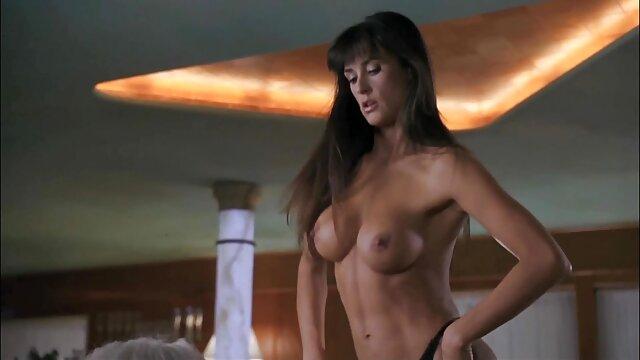 Ganja itu Masturbasi rahasia dengan vaginanya di bercinta paling hot balkon.