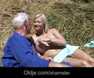 Wanita membawa perenang untuk orgasme, di bawah air dengan blowjob cara bersetubuh hot