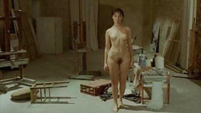 Gadis Menembak gadis Ukraina Nancy telanjang untuk berhubungan intim yang hot sebuah potret.